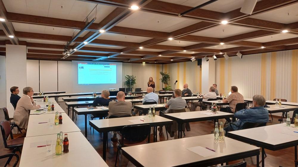 Saal während Vortrag